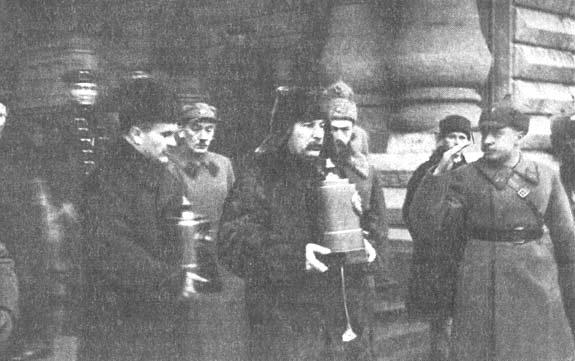 И.В. Сталин и В.М. Молотов на похоронах стратонавтов